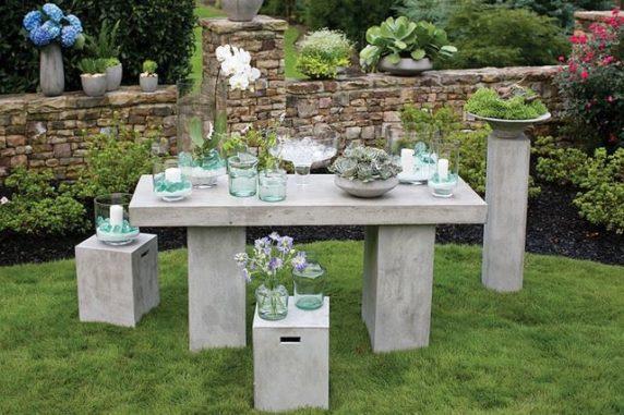 Садовый стол из бетона