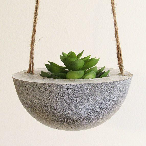 Цементное кашпо для сада