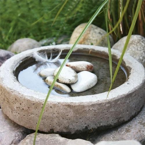 Пруд из цемента для сада