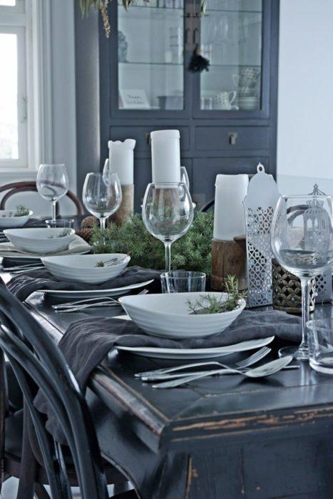 Сервировка стола в серых оттенках