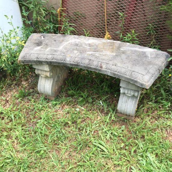 Садовая скамейка из бетона