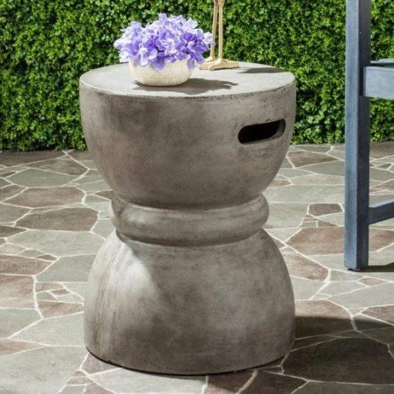 Садовый стол из цемента