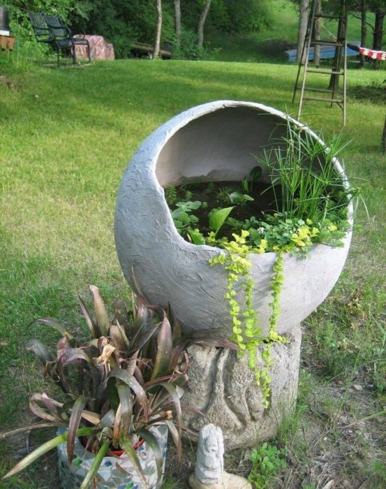 Садовый прудик из цемента