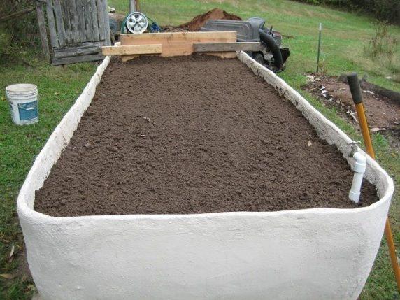 Грядка из бетона для сада