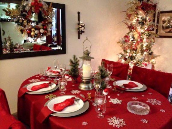 Красная сервировка стола
