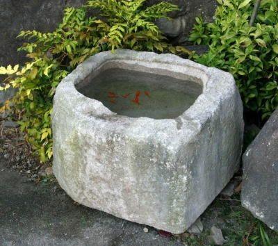 Пруд из цемента для дачи