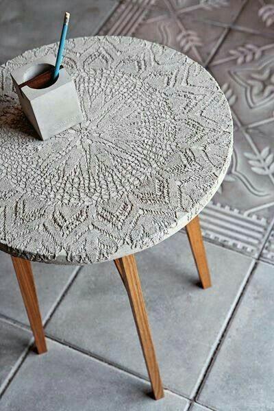 Садовый столик из цемента