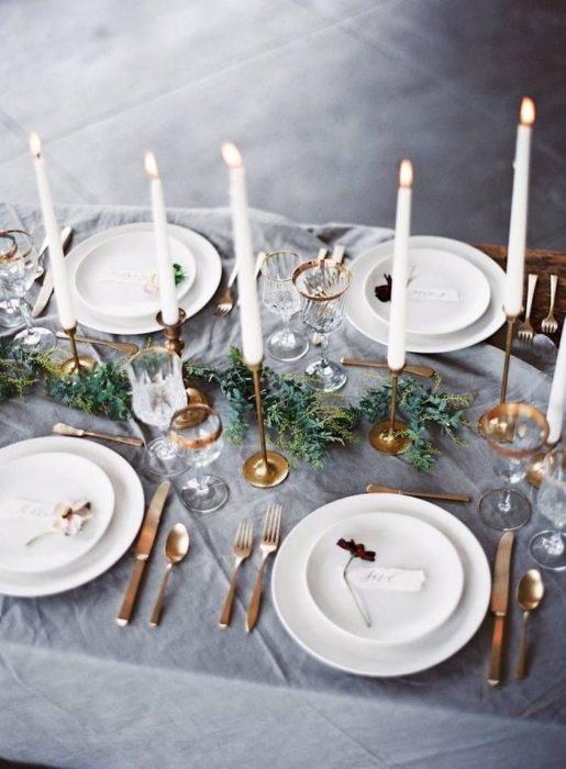 Сервировка стола со свечами