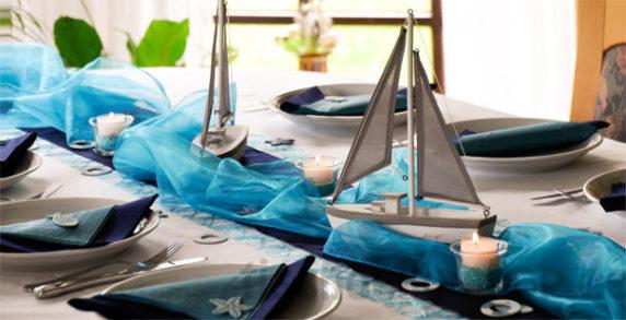 Голубая сервировка стола