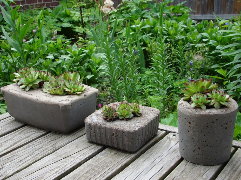 Вазон из цемента для сада