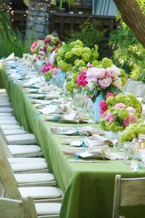 Сервировка стола в зеленых тонах