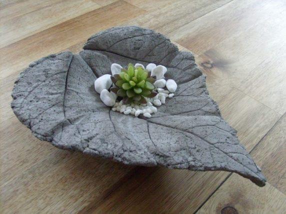 Садовый декор из цемента и листа