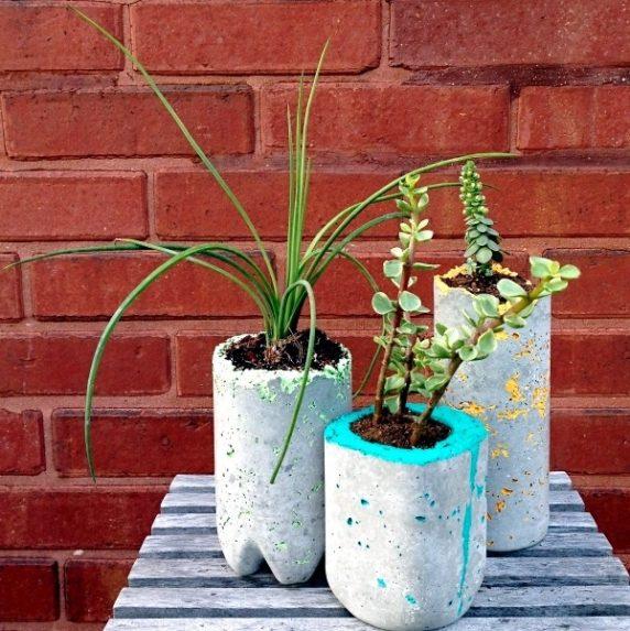 Цементная ваза для дачи
