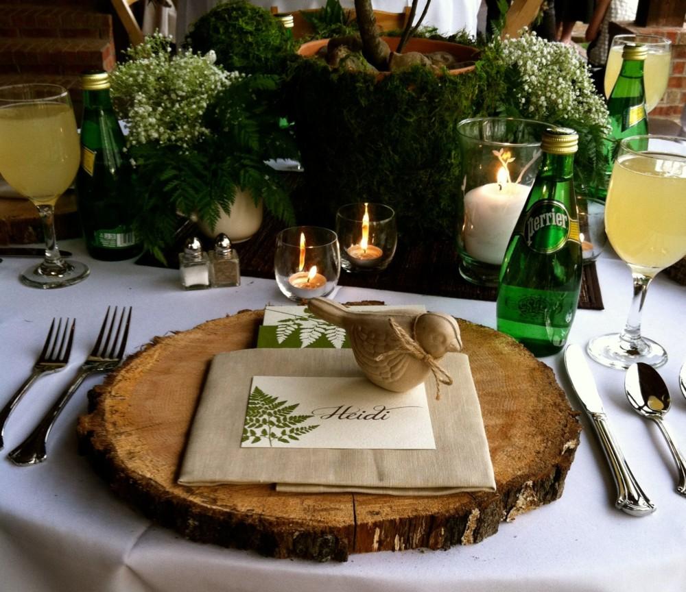 Сервировка стола с живыми ветвями