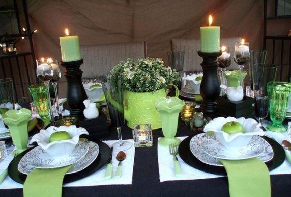 Сервировка стола с зеленой посудой