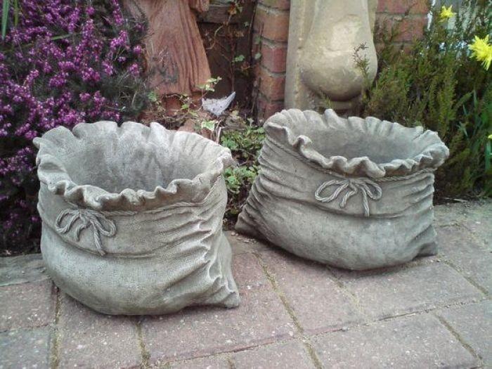 Садовые горшки из мешка и цемента
