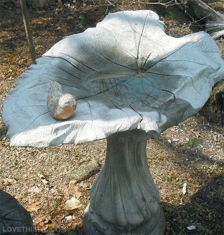 Садовый декор из бетона и листа растения