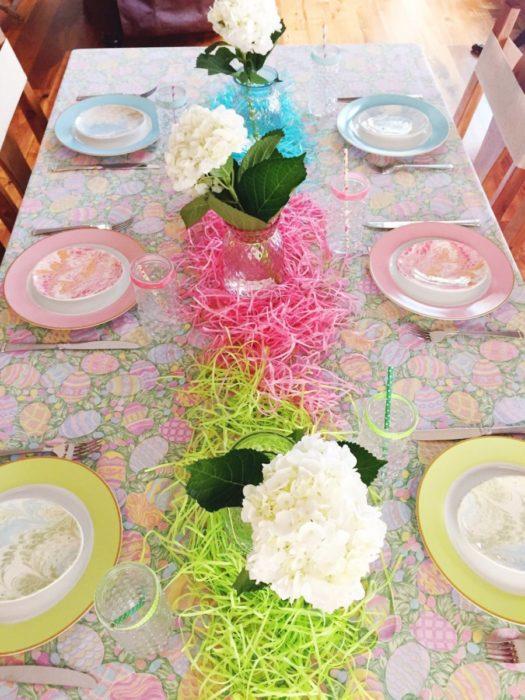 Сервировка стола разными цветами