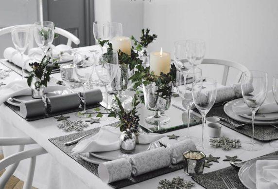 Сервировка стола в серых тонах