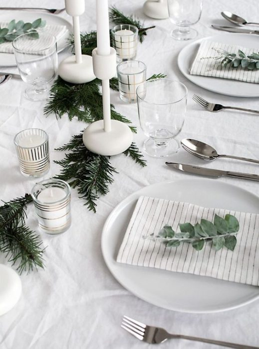 Сервировка стола в белых тонах