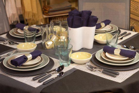 Лаконичная сервировка стола для гостей