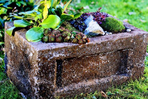 Напольный вазон из цемента для сада