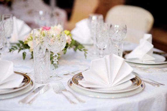Необычная свадебная сервировка стола