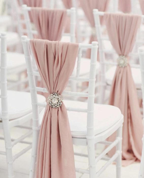 Декор стульев для сервировки стола