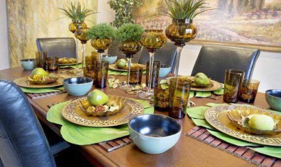 Сервировка стола с фруктами