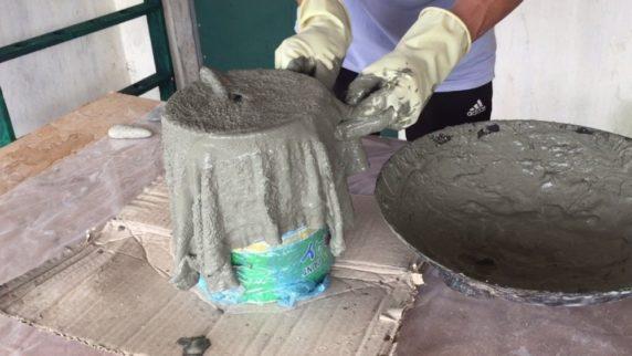 Садовый горшок из цемента и ткани своими руками