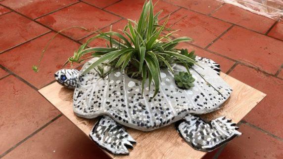 Черепаха из цемента для сада