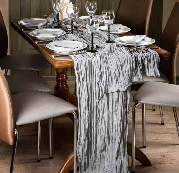 Необычная скатерть для сервировки стола
