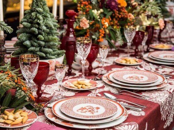 Сервировка стола на новый год для гостей