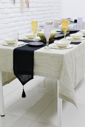 Красивая скатерть для сервировки стола
