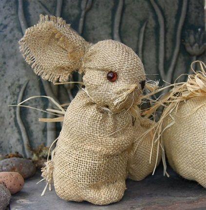 Заяц на Пасху из холщового мешка