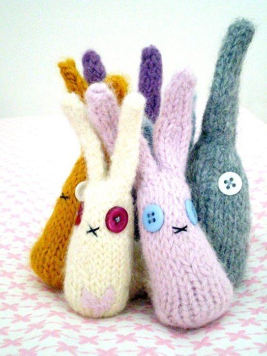 Вязаный кролик на пасху