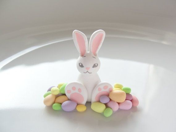 Пасхальный кролик из полимерной глины
