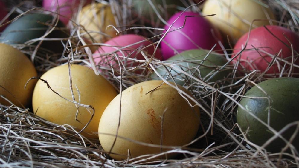 Подставка для пасхальных яиц из сена