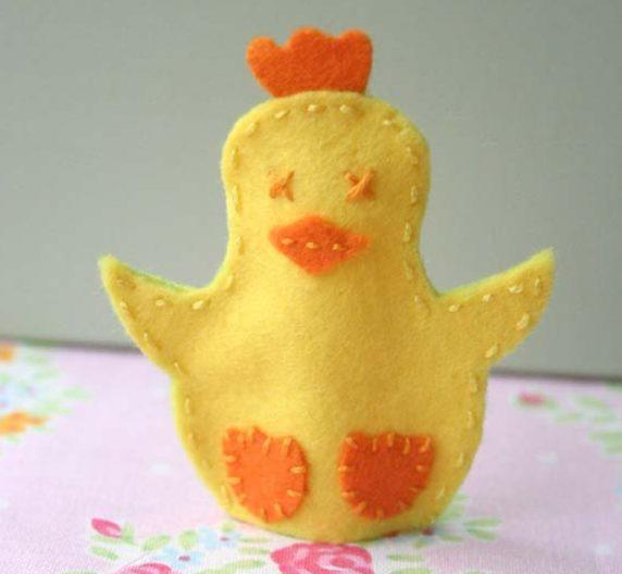 Фетровый цыпленок на Пасху своими руками