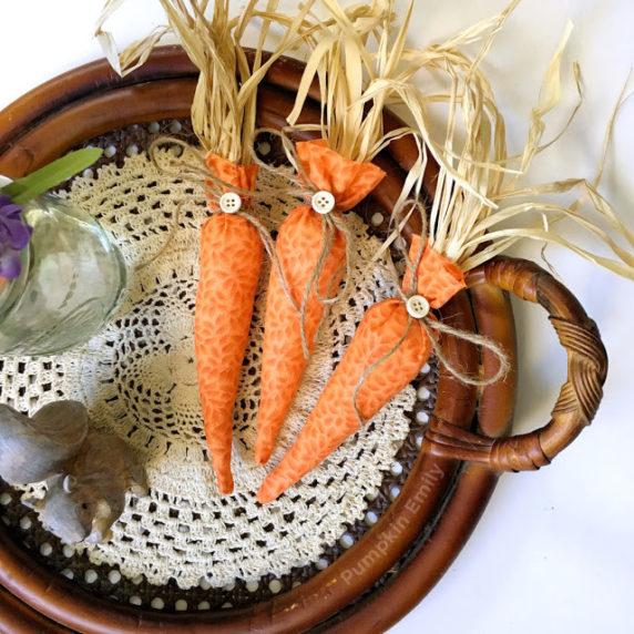 Пасхальная тканевая морковка своими руками