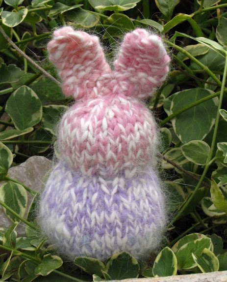 Пасхальный кролик спицами