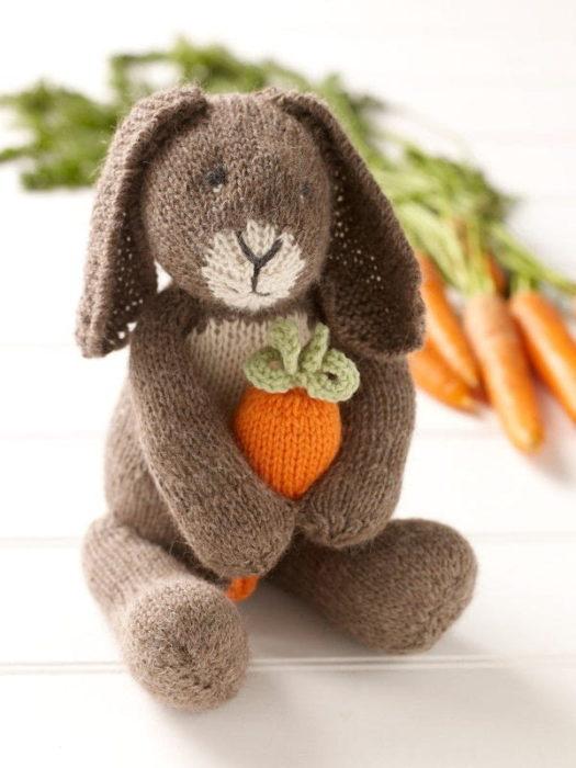 Пасхальный кролик спицами своими руками