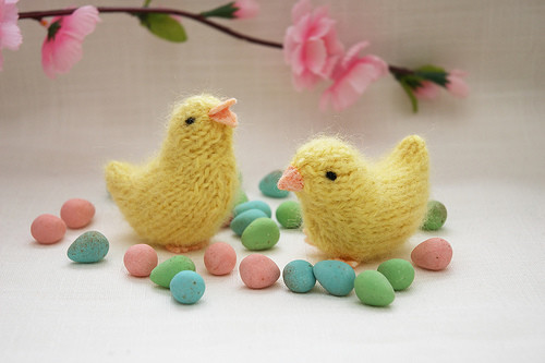 Цыпленок на Пасху спицами