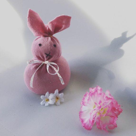 Пасхальный заяц из носков своими руками
