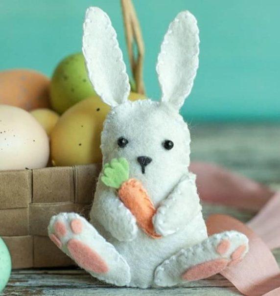 Кролик на Пасху из фетра для начинающих