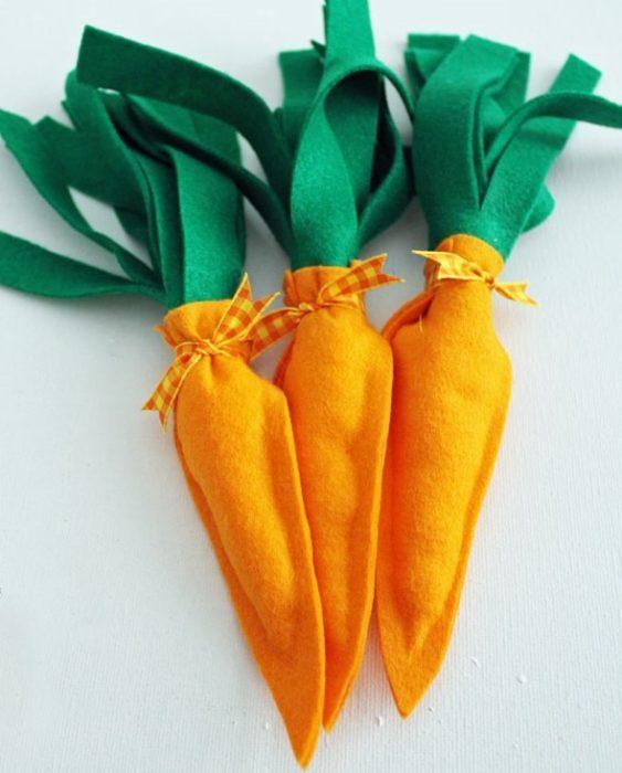 Декоративная морковь на Пасху своими руками из фетра