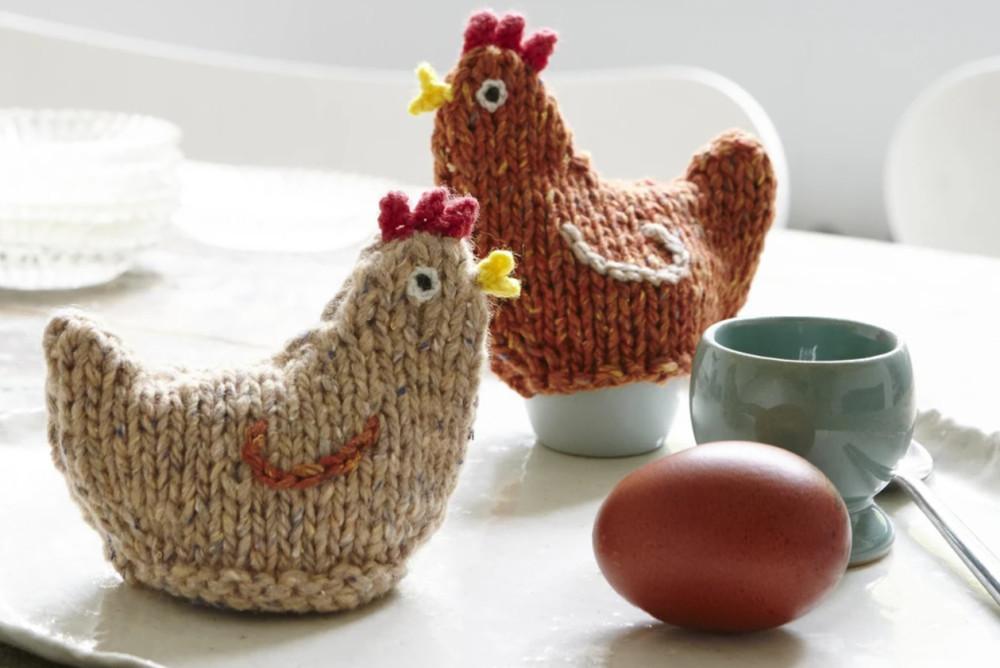 Вязаные пасхальные курицы