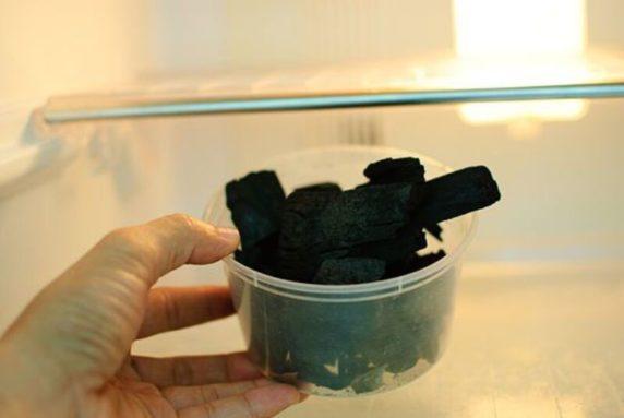 Древесный уголь от запаха в холодильнике