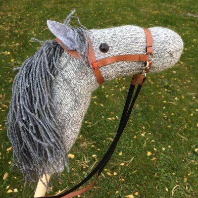 Лошадь на палке из носка