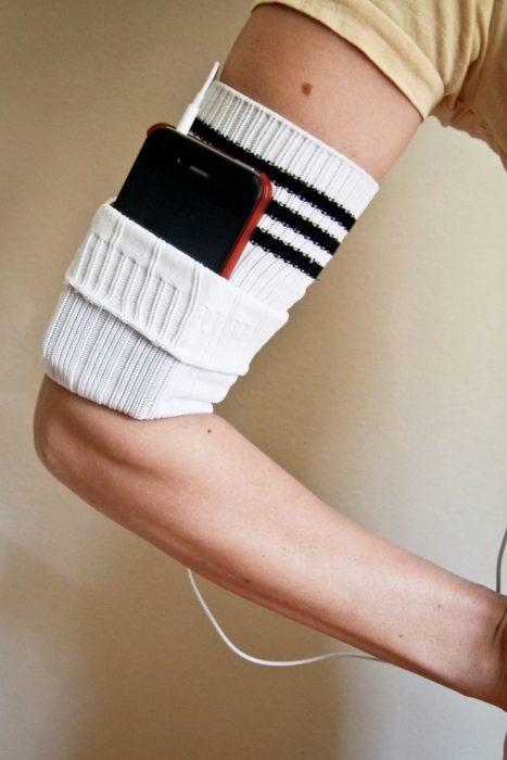Чехол для телефона из носков